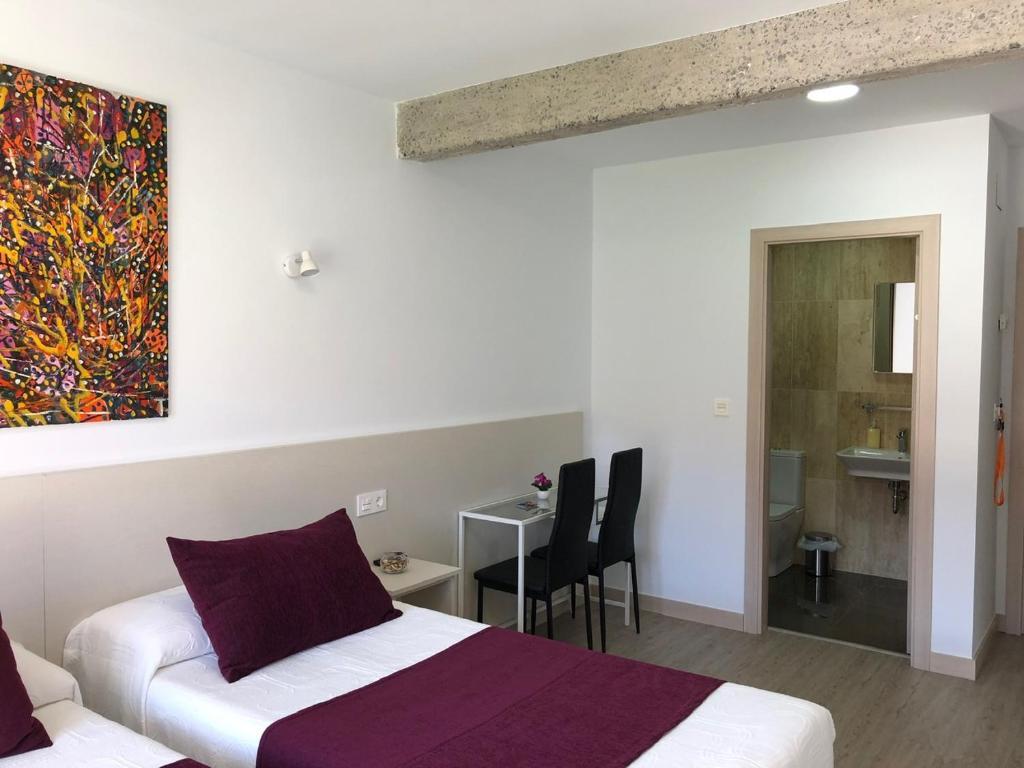 A bed or beds in a room at Pensión Miribilla