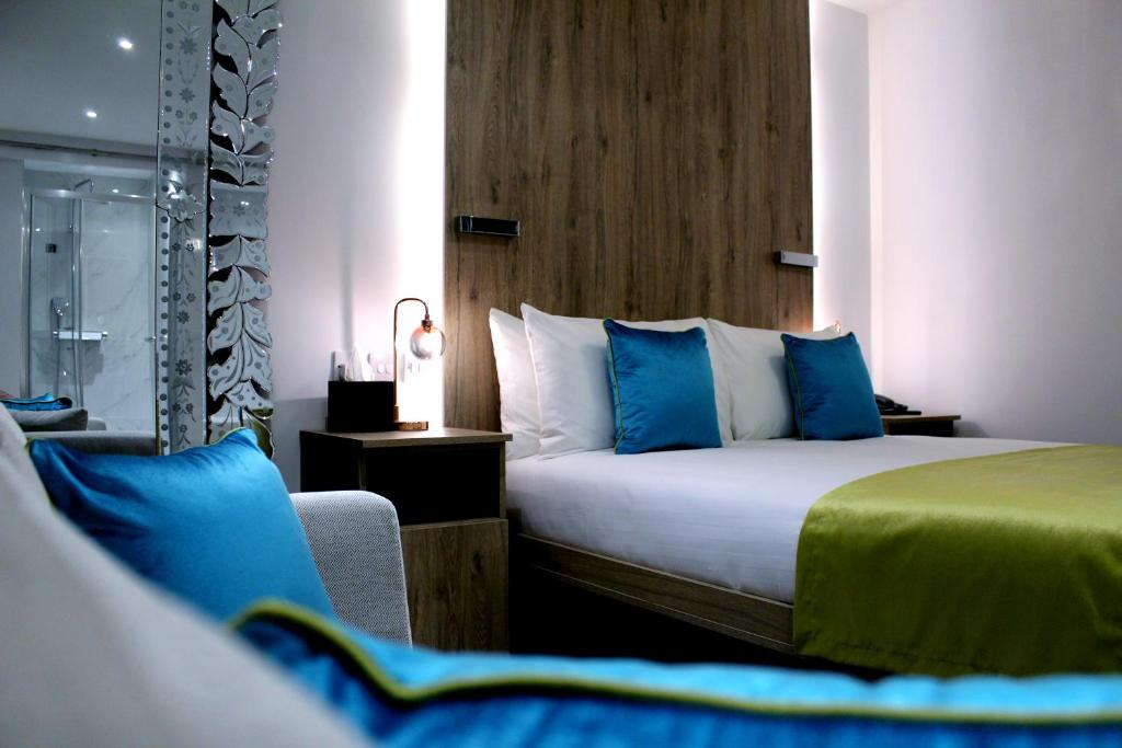 A bed or beds in a room at NOX HOTELS - Lancaster Gate
