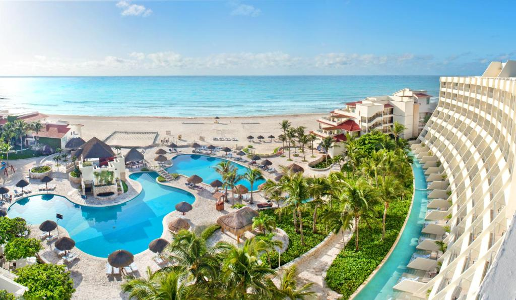 A view of the pool at Grand Park Royal Cancún or nearby