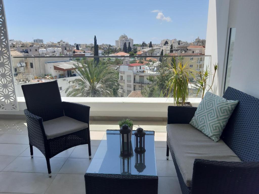 """Balcon ou terrasse dans l'établissement ''Kalliroe""""Penthouse Suite Larnaka"""
