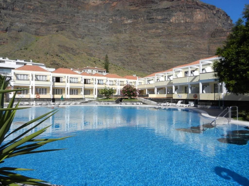 Het zwembad bij of vlak bij Apartamentos Checkin Laurisilva