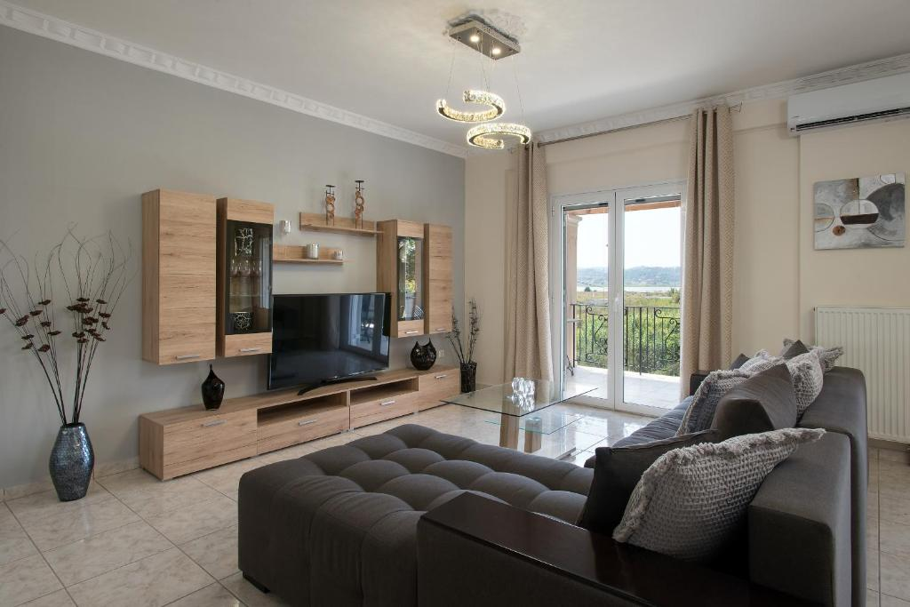 A seating area at Corfu City Design Residence