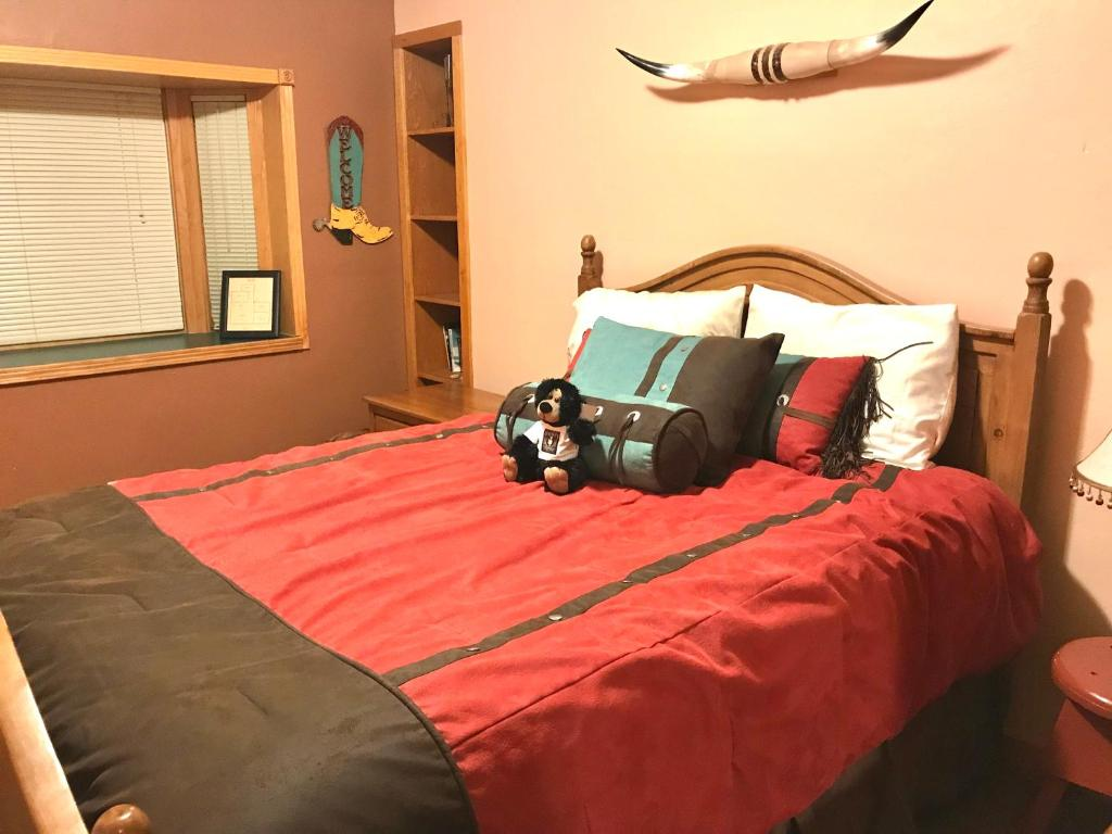 A bed or beds in a room at Cowboy's Lodge