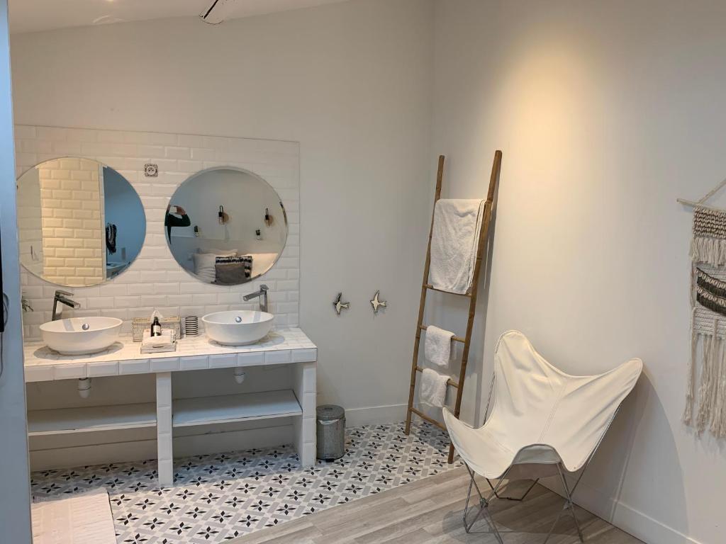 A bathroom at Sainte Apartments