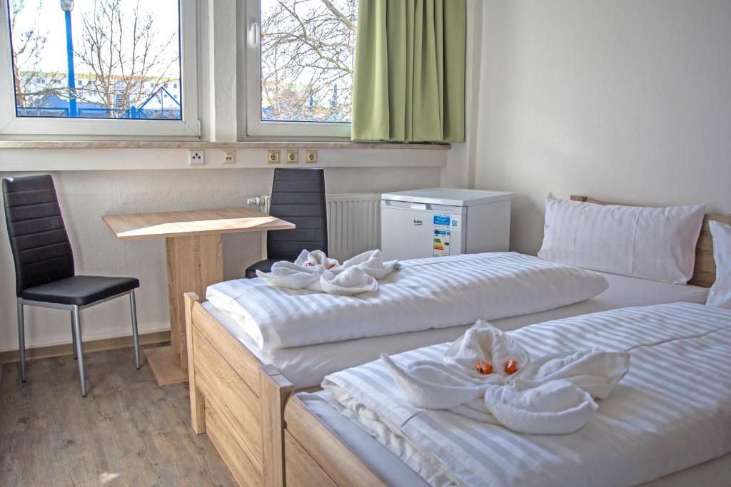 A bed or beds in a room at Hammerhotel - Halle Saale