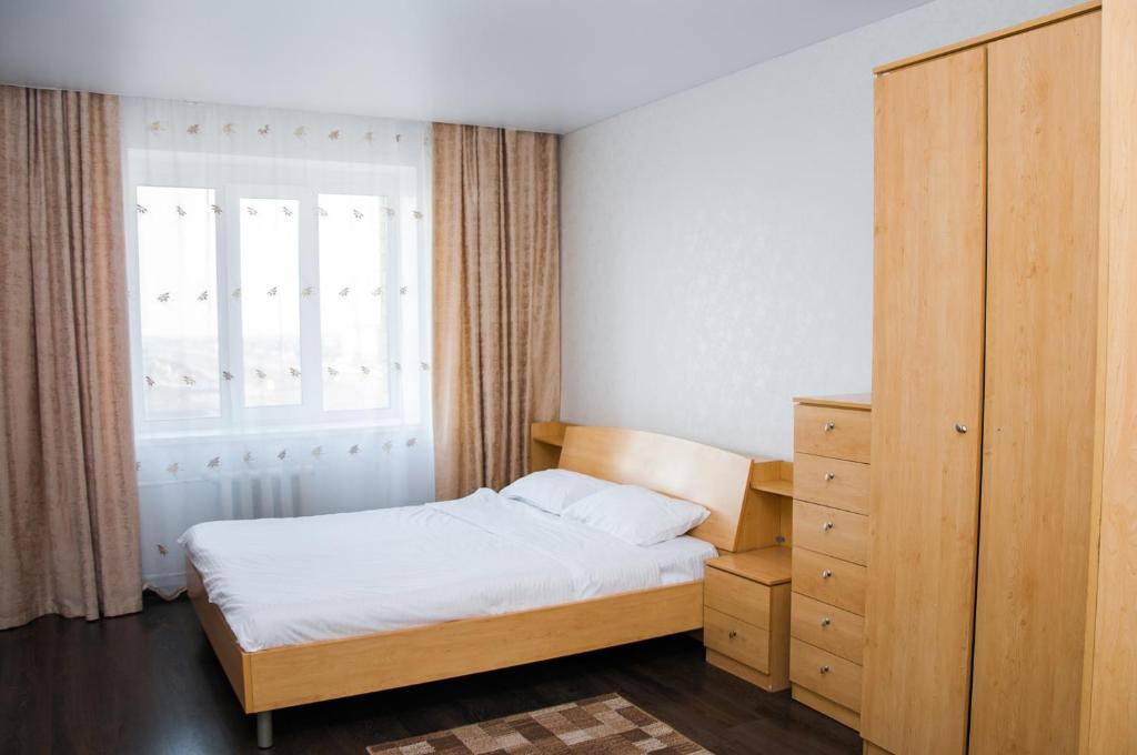 A bed or beds in a room at Apartment 2Pillows Saburowskaya