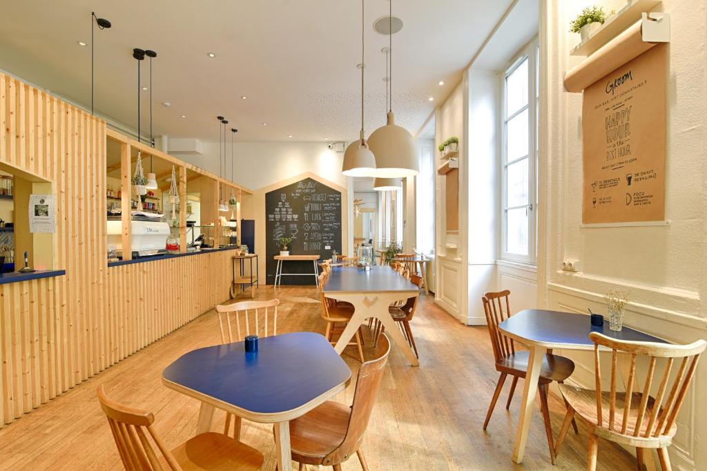 Restaurant ou autre lieu de restauration dans l'établissement Away Hostel & Coffee Shop