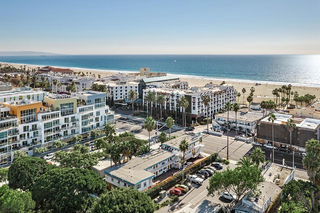 A bird's-eye view of Ocean Lodge Santa Monica Beach Hotel