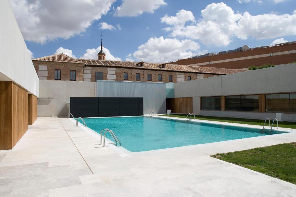 The swimming pool at or near Parador de Alcalá de Henares