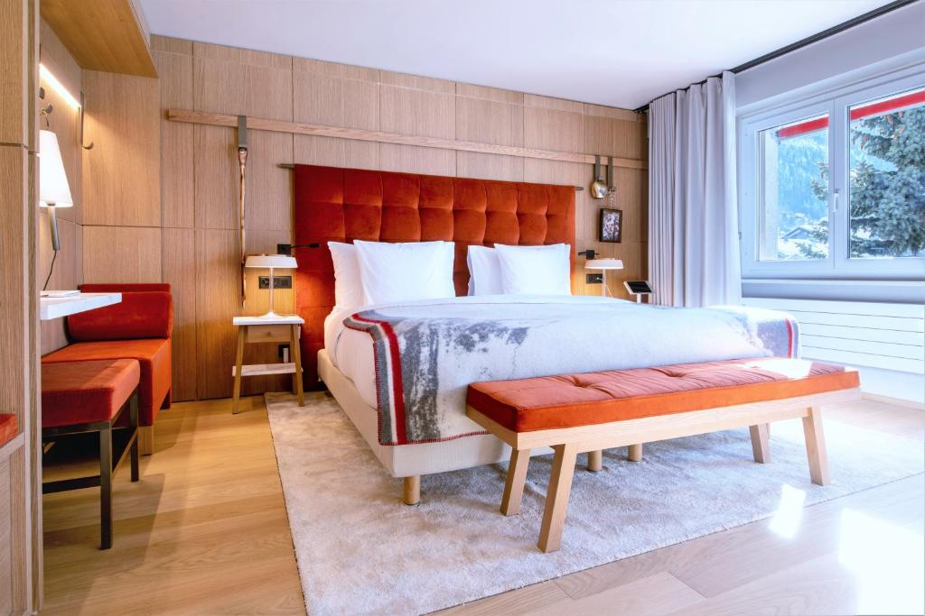 A bed or beds in a room at Hotel Schweizerhof Zermatt