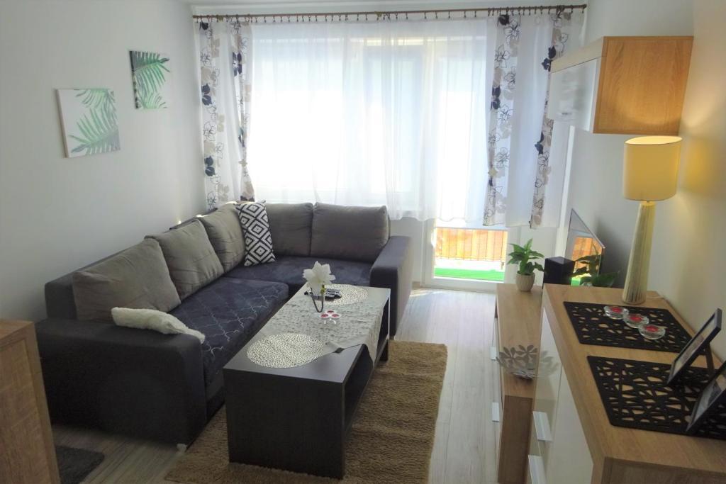 A seating area at Apartament Sosnowa