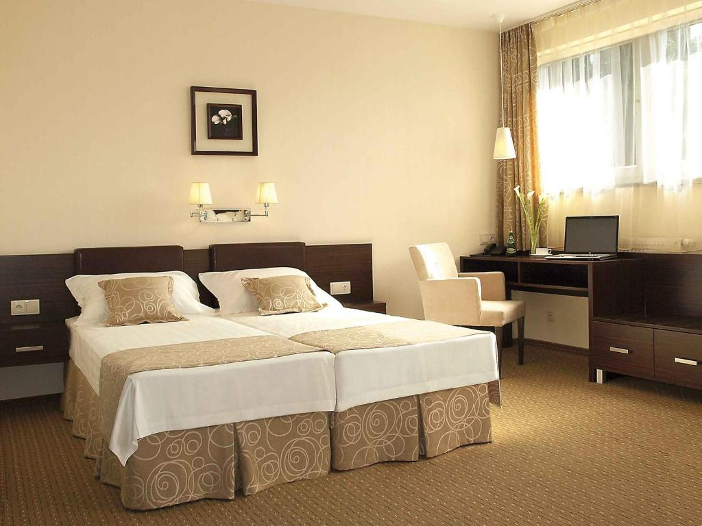Łóżko lub łóżka w pokoju w obiekcie Iness Hotel
