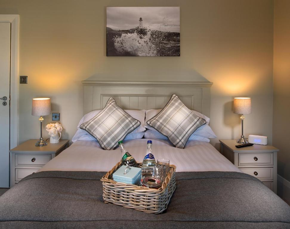 A bed or beds in a room at Vaughans Anchor Inn