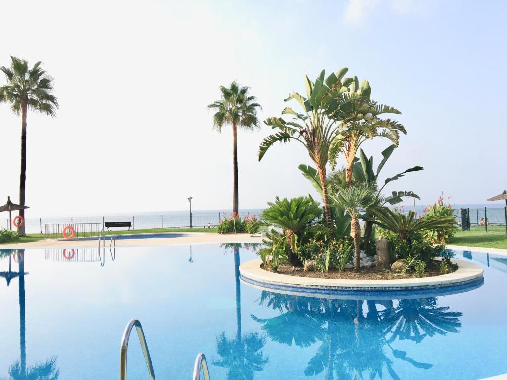 Piscina en o cerca de MI CAPRICHO BEACHFRONT - C11 Apartment with sea view