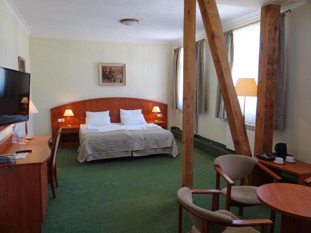 Łóżko lub łóżka w pokoju w obiekcie Hotel Wkra