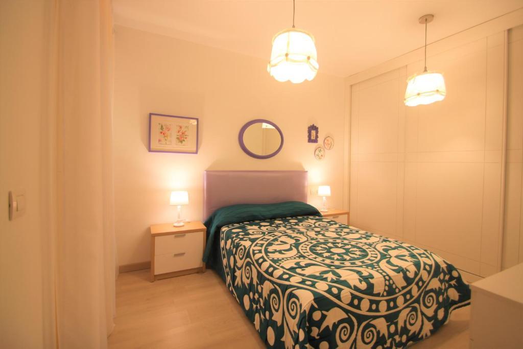 A bed or beds in a room at Apartamento CasaTuris cerca del aeropuerto de El Altet AT101