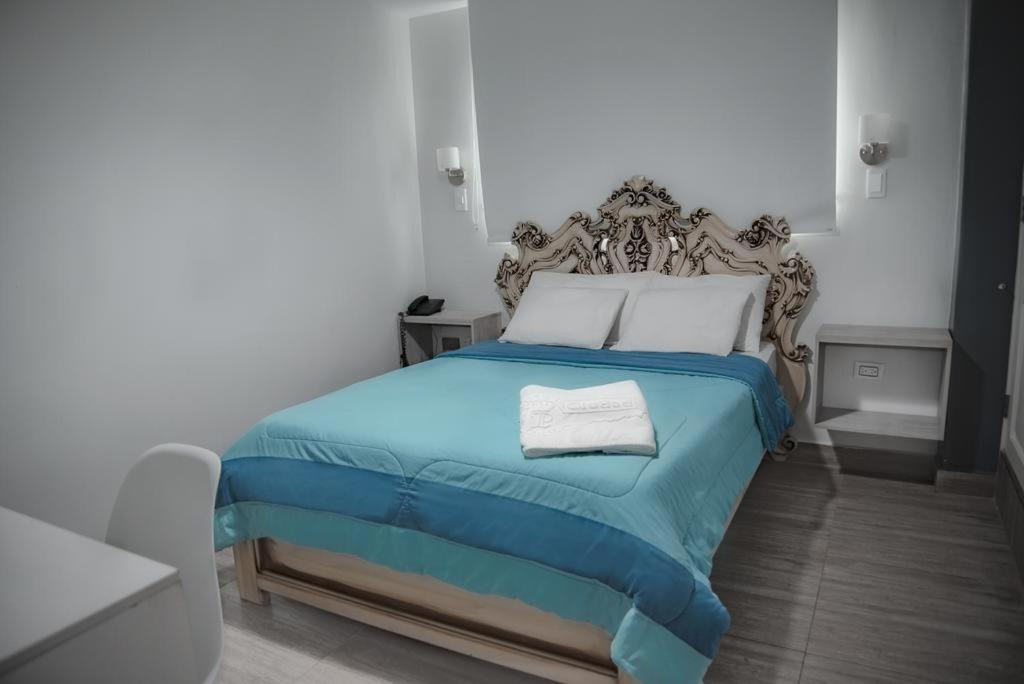 A bed or beds in a room at Hotel Ciudad Latin Palace