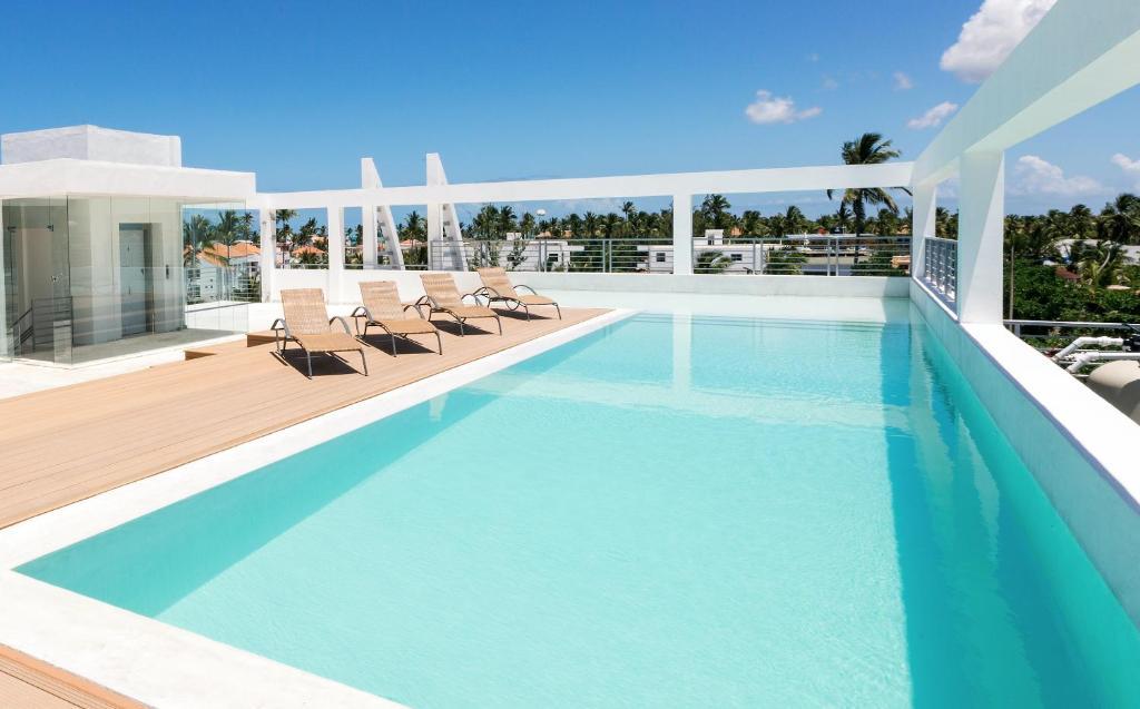 Der Swimmingpool an oder in der Nähe von GRAND CARIBE BEACH CLUB and SPA