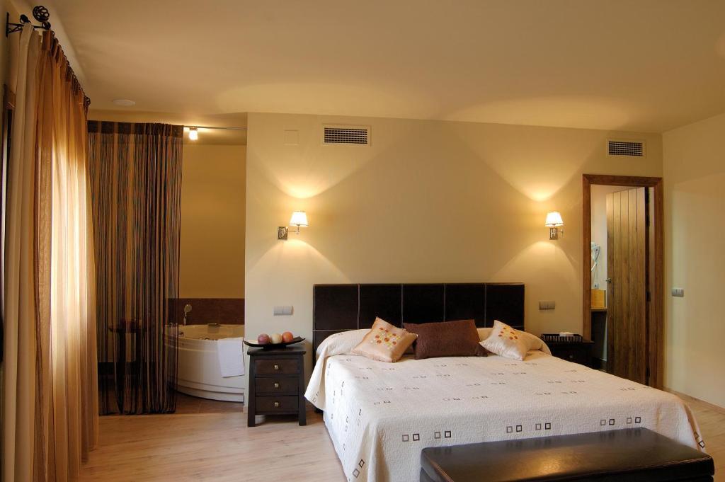 Кровать или кровати в номере Casa Rural La Botica