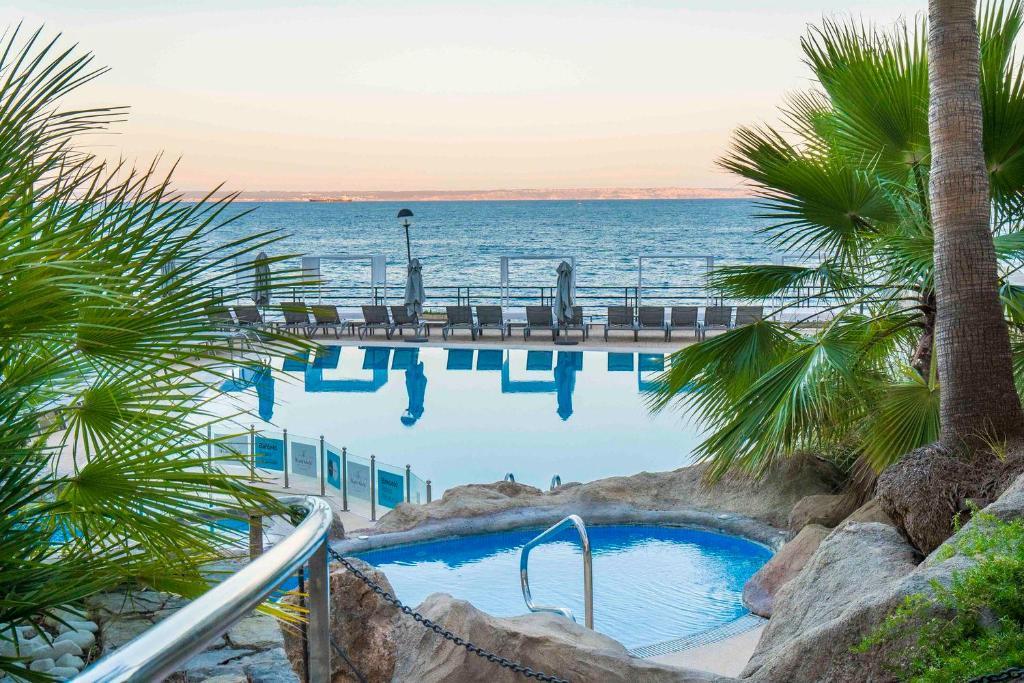 المسبح في بارسيلو إليتاس ألباتروس للبالغين فقط أو بالجوار