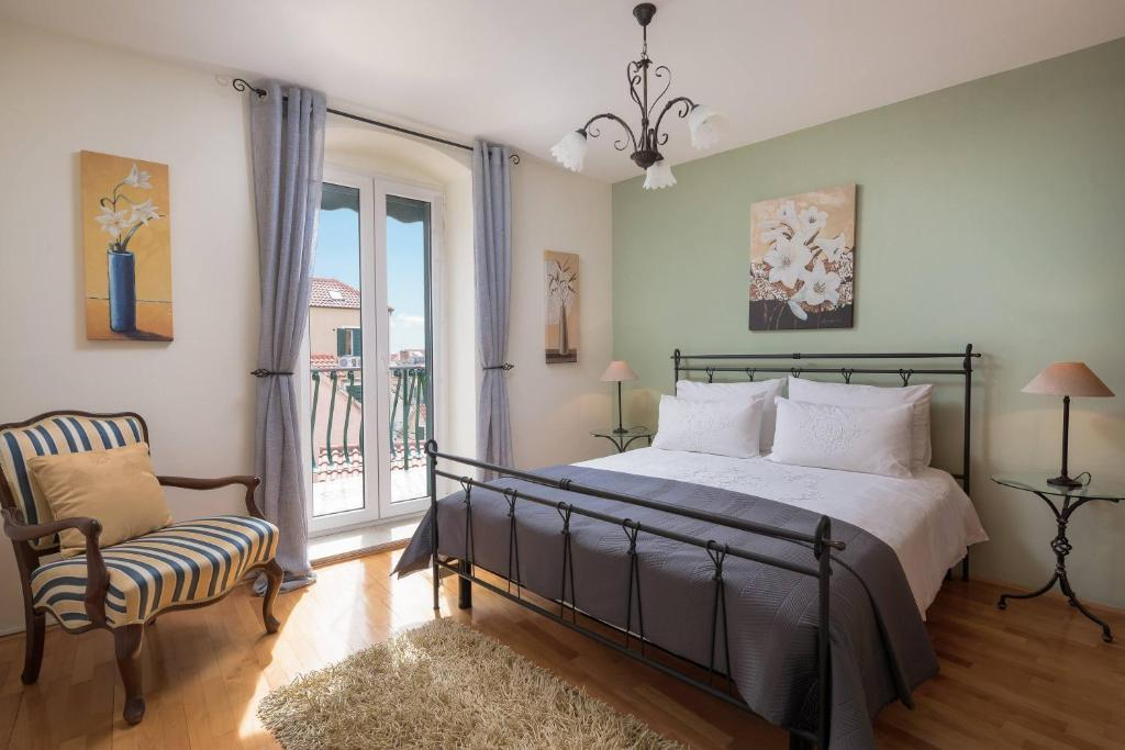 A bed or beds in a room at Boutique Guest Accommodation Zephyrus