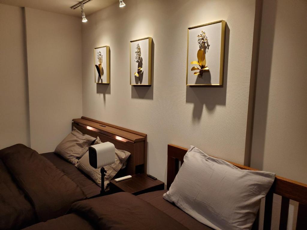 A seating area at Sakuranomiya Hotel