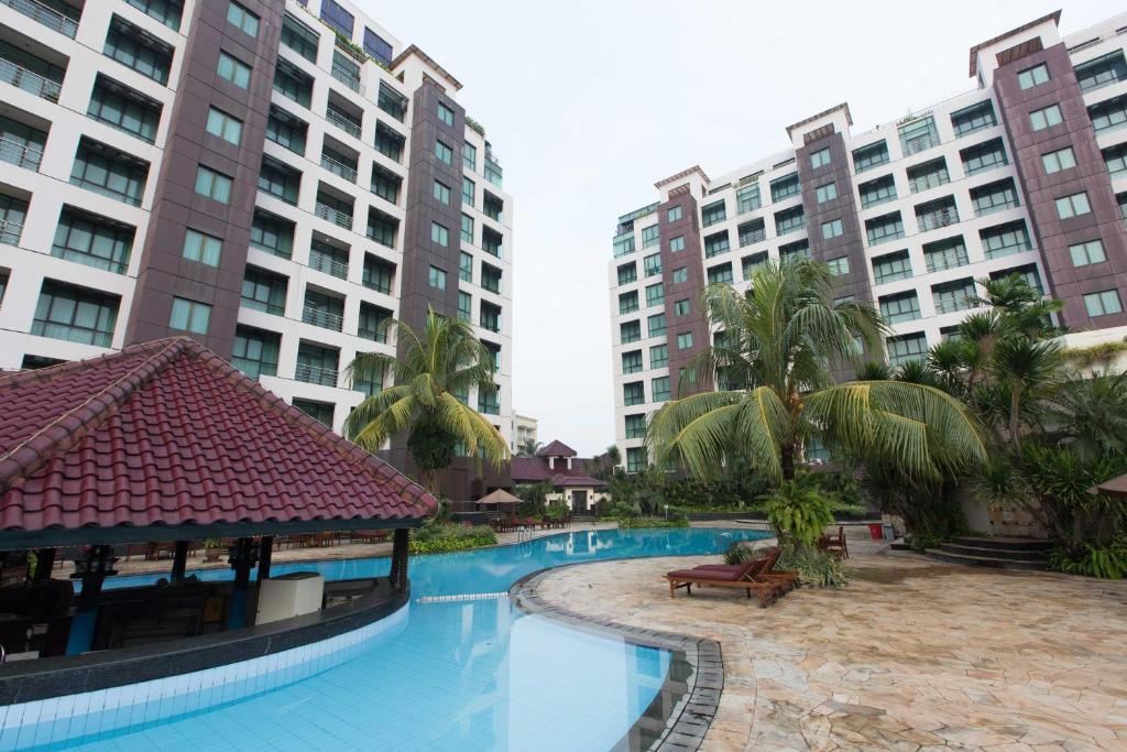 The swimming pool at or close to Kristal Hotel Jakarta