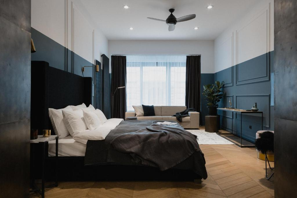 A bed or beds in a room at TG Hotel Suites Budapest