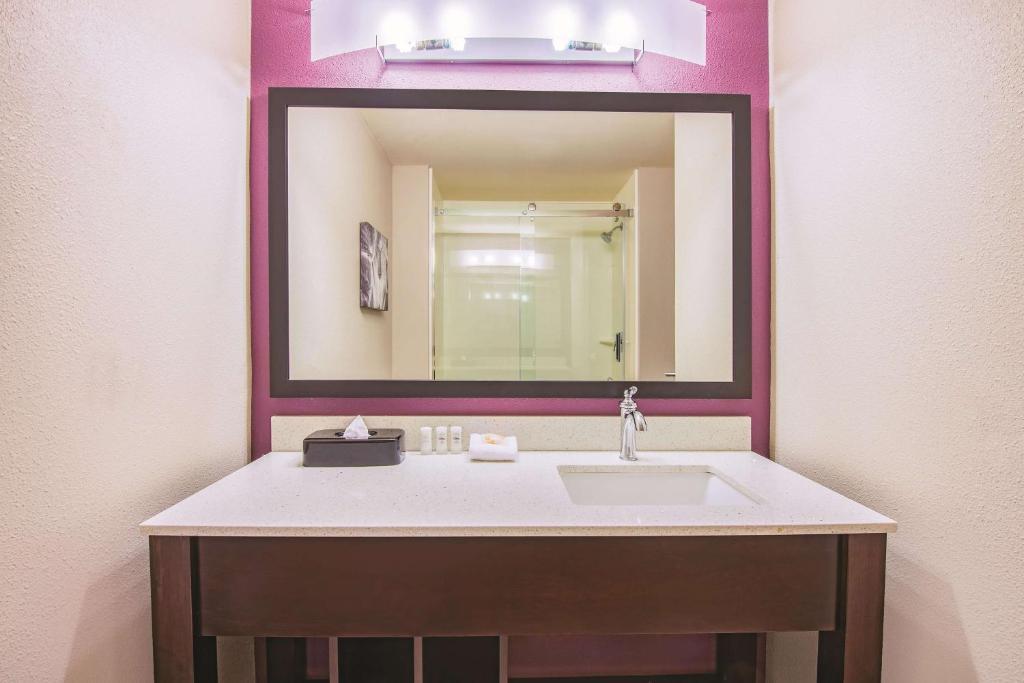 A bathroom at La Quinta by Wyndham York