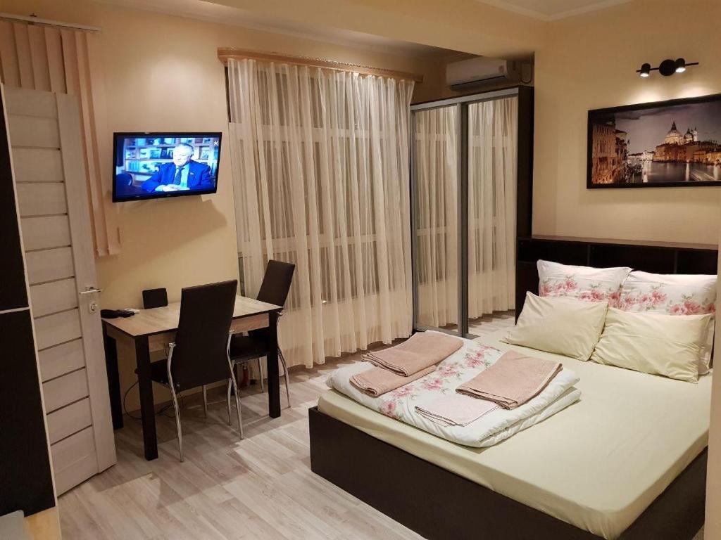 Кровать или кровати в номере Apartment Crocus
