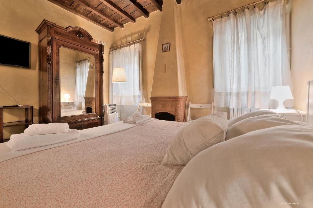A bed or beds in a room at Wine Apartments Florence Trebbiano