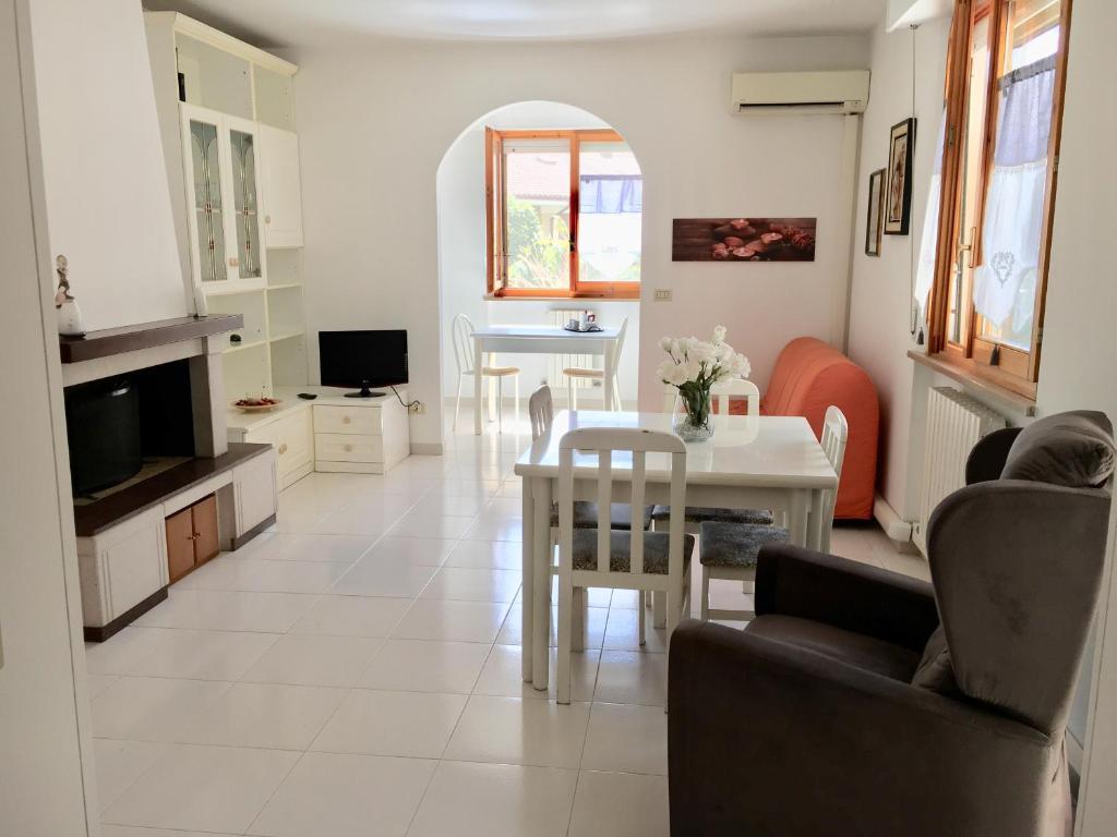 A seating area at La casa di Lory