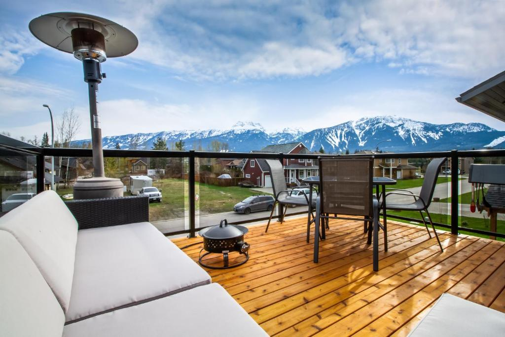 A balcony or terrace at Big Bear Loft