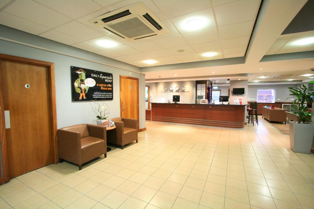 The lobby or reception area at Doncaster International Hotel by Roomsbooked