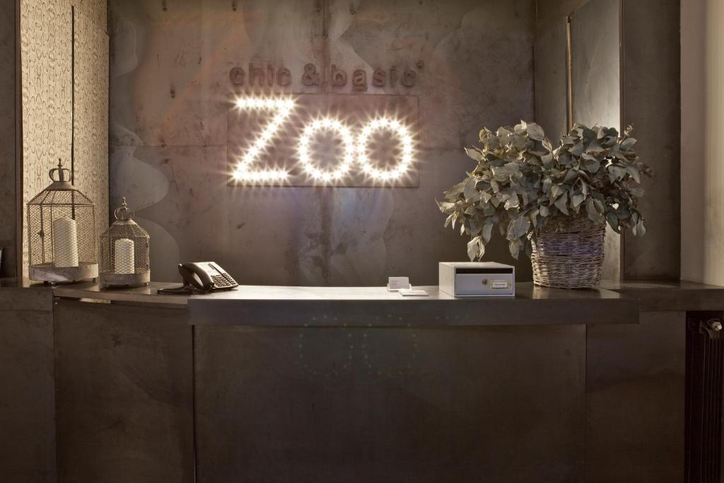 The lobby or reception area at Chic & Basic Zoo