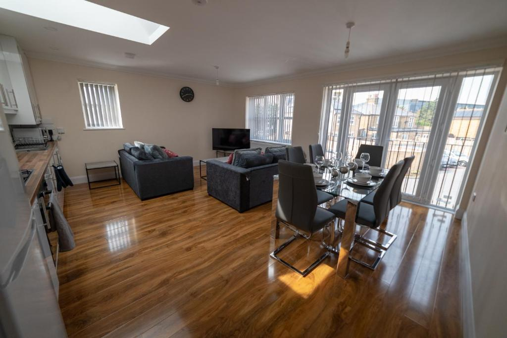 The Coach House - London Heathrow Serviced Apartments