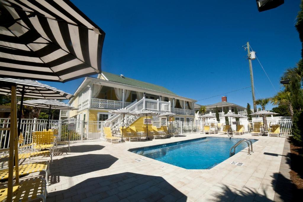 The swimming pool at or near Georgianne Inn & Suites