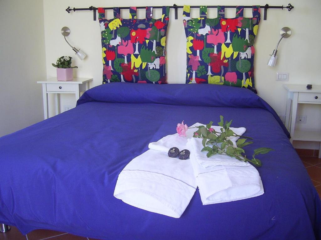 A bed or beds in a room at Casa Falcone B&B