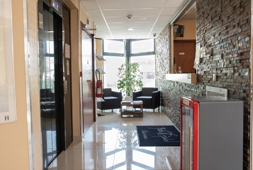 The lobby or reception area at Hôtel Garabel