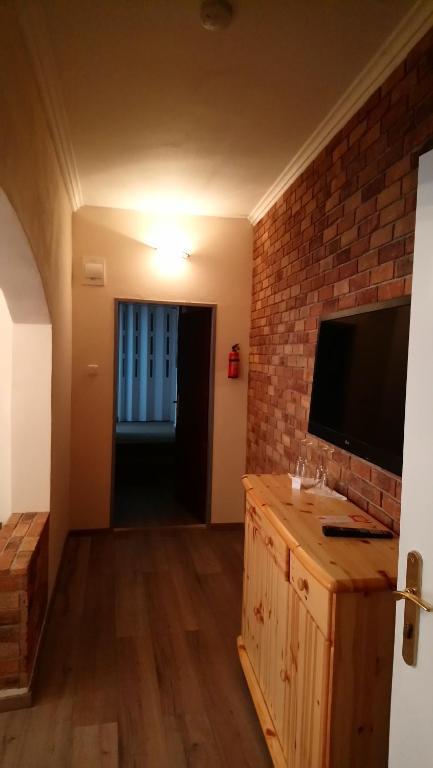 TV a/nebo společenská místnost v ubytování Enjoy Inn