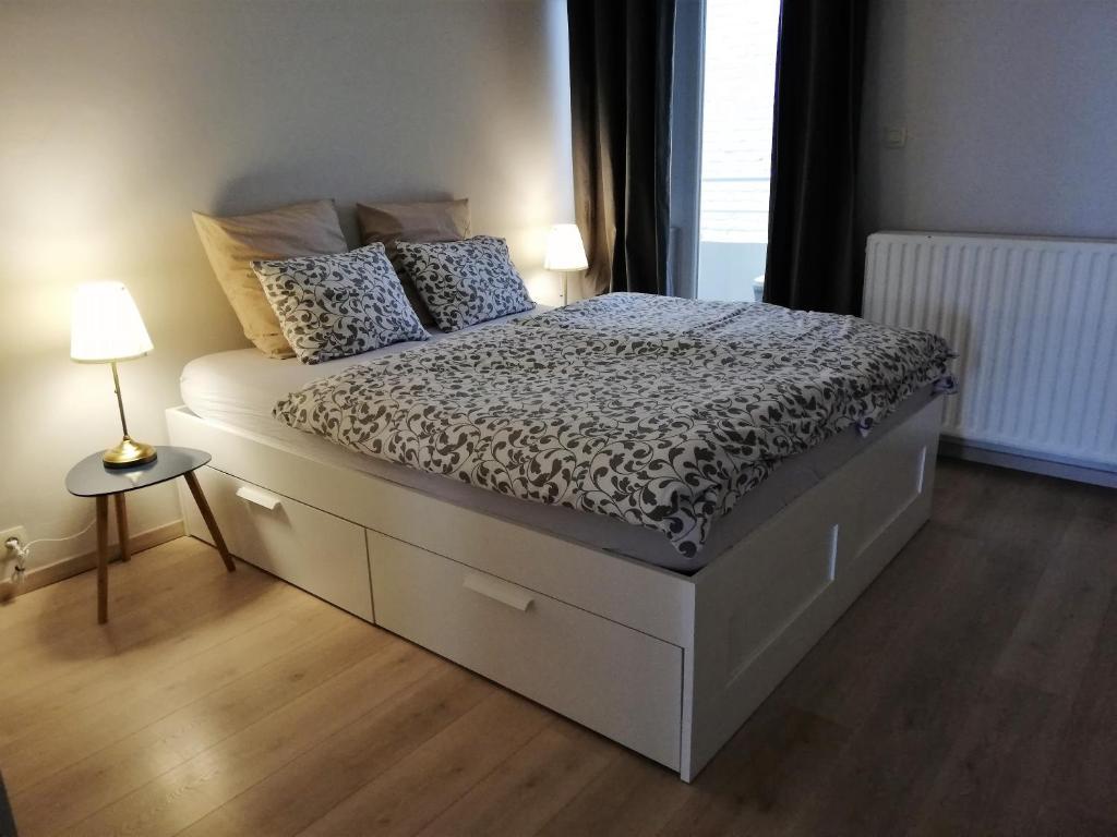 A bed or beds in a room at appartement oostende vlak bij zee