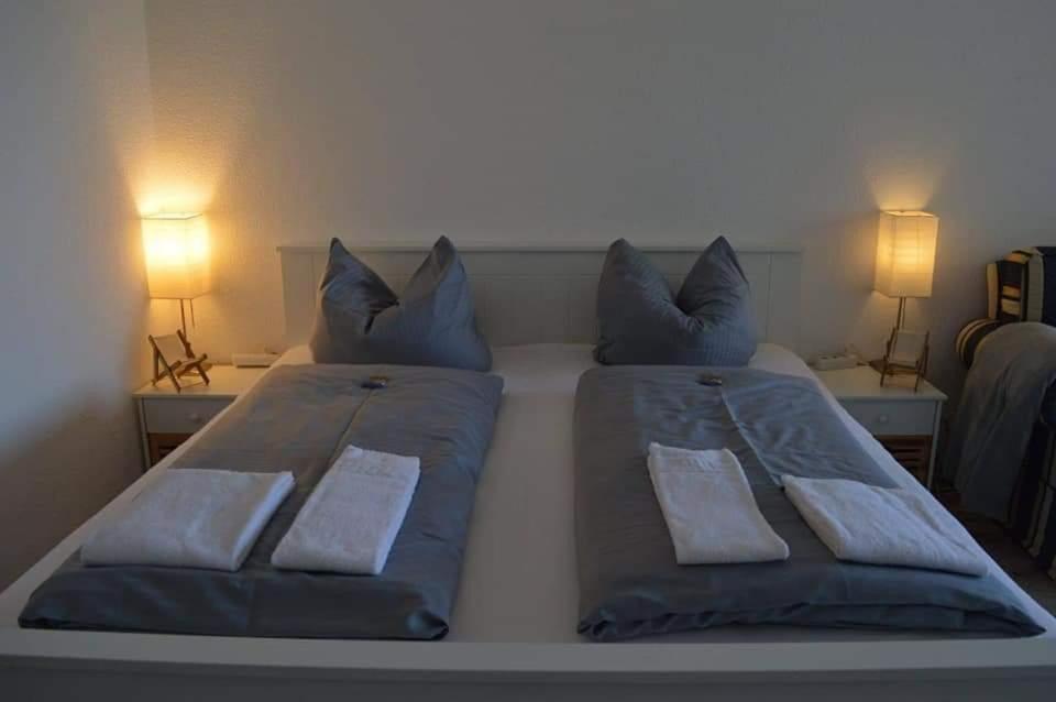 Ein Bett oder Betten in einem Zimmer der Unterkunft Haus am See Beach App. am Kranichsee