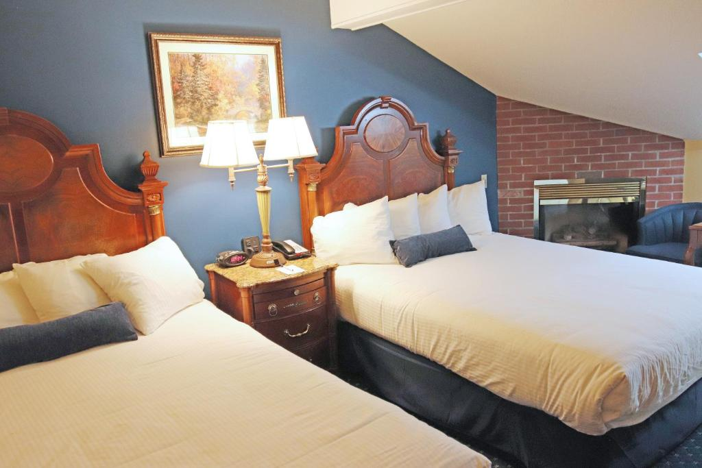 A room at the Best Western White House Inn.