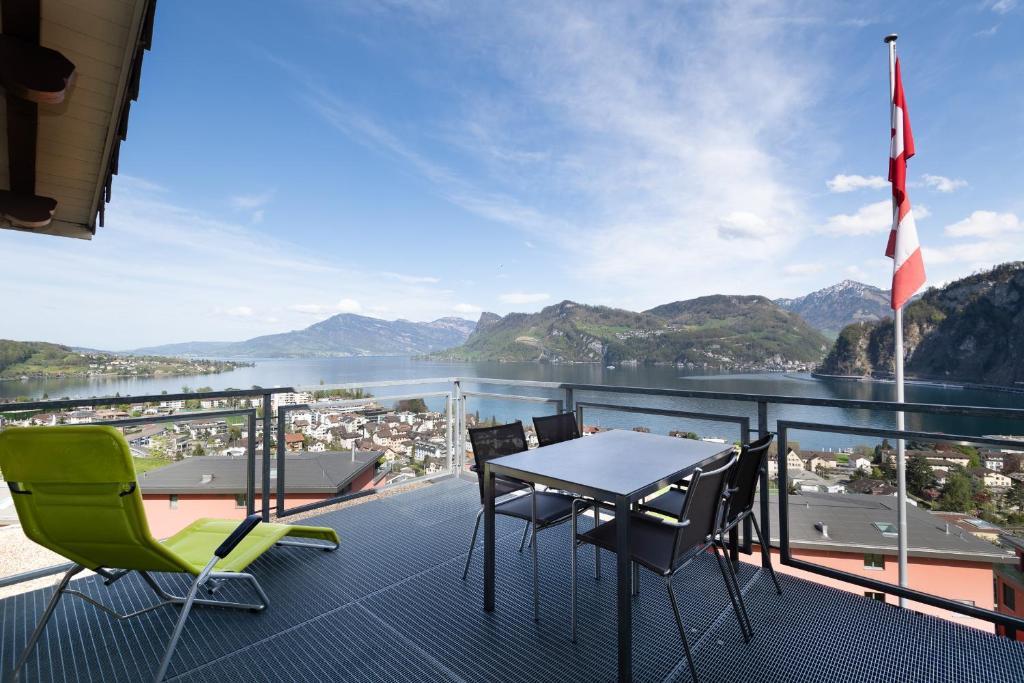 Ein Balkon oder eine Terrasse in der Unterkunft Hotel Roggerli
