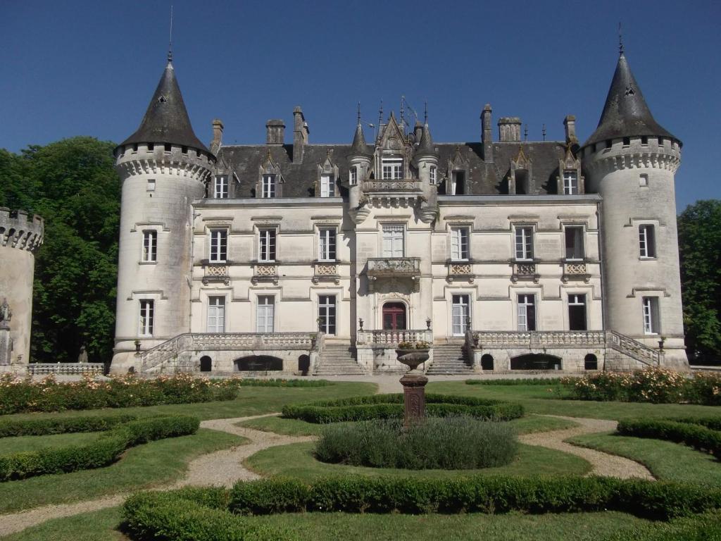 Hotel The Originals Chateau de Nieuil (ex Relais du Silence) Nieuil, France