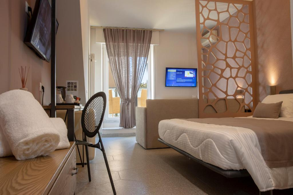 A bed or beds in a room at Albergo Stella Del Mare