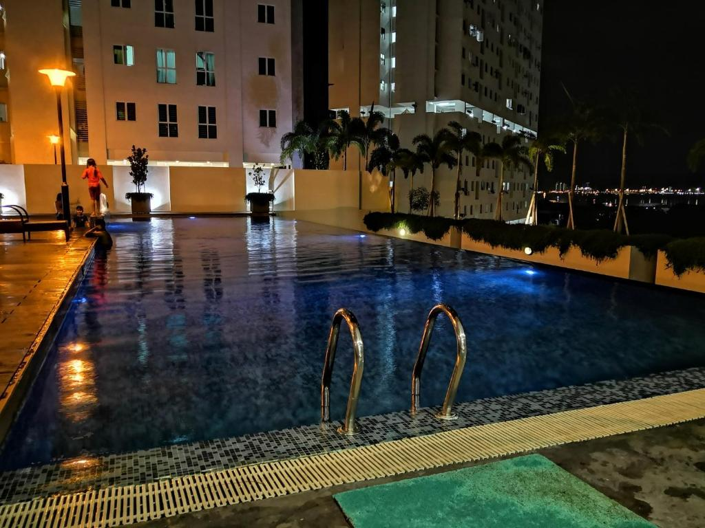 The swimming pool at or close to Strait Garden Suites X Ace Pro @ George Town