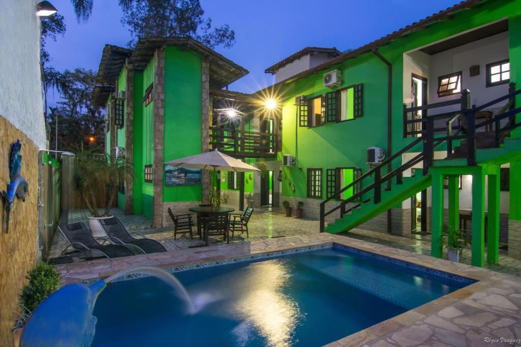 The swimming pool at or close to Pousada Recanto verde