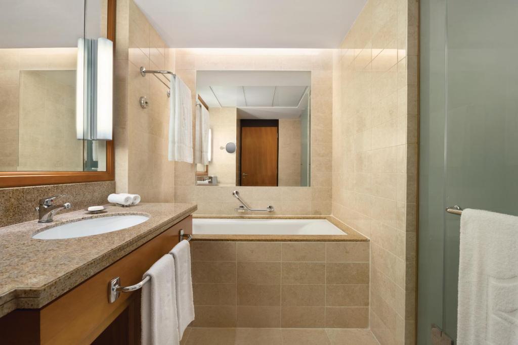 Ein Badezimmer in der Unterkunft Shangri-La Barr Al Jissah, Muscat