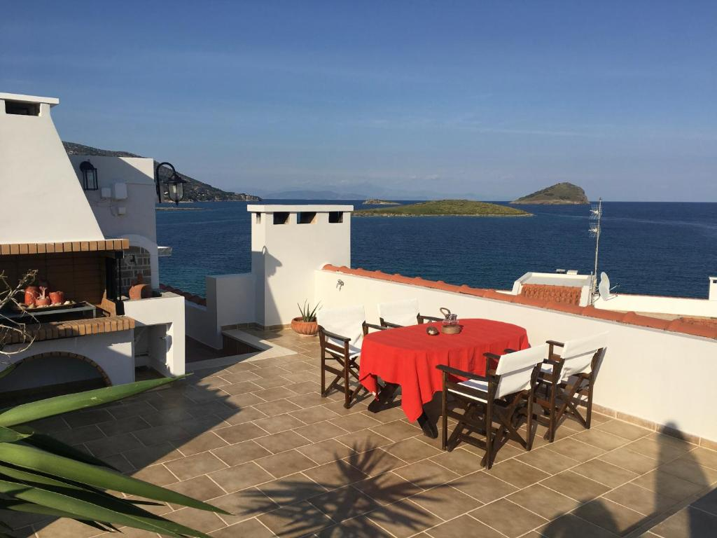 Bay watch Apartment close to the airport at PORTO RAFTI